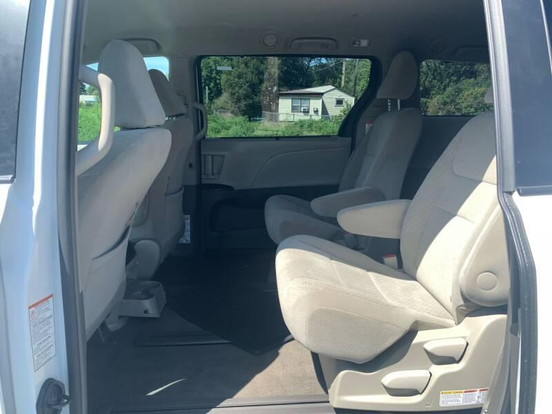 2017 Toyota Sienna AWD LE 7-Passenger 4dr Mini-Van - Farmington MN