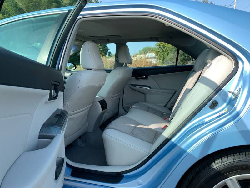 2013 Toyota Camry Hybrid XLE 4dr Sedan - Farmington MN