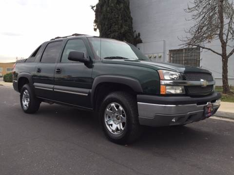 2004 Chevrolet Avalanche for sale at Cars 2 Go in Clovis CA