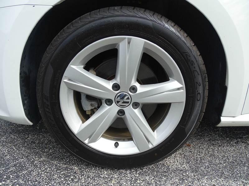 2013 Volkswagen Passat SE PZEV 4dr Sedan 6A w/ Sunroof and Navigation - New Smyrna Beach FL