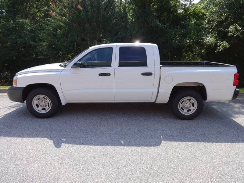 2006 DODGE DAKOTA ST 4DR QUAD CAB SB white 4000 cash only 6spd cold ac pickup bed light picku