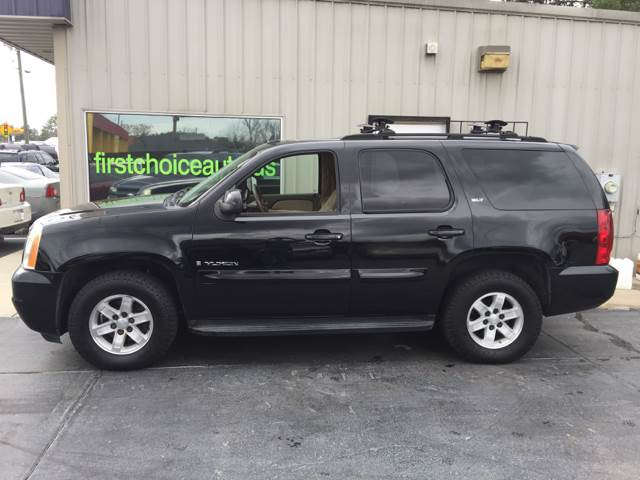 2007 GMC YUKON SLT 4DR SUV 4X4 W4SA W 1 PACKA black 13200 cash only  running boards - step t