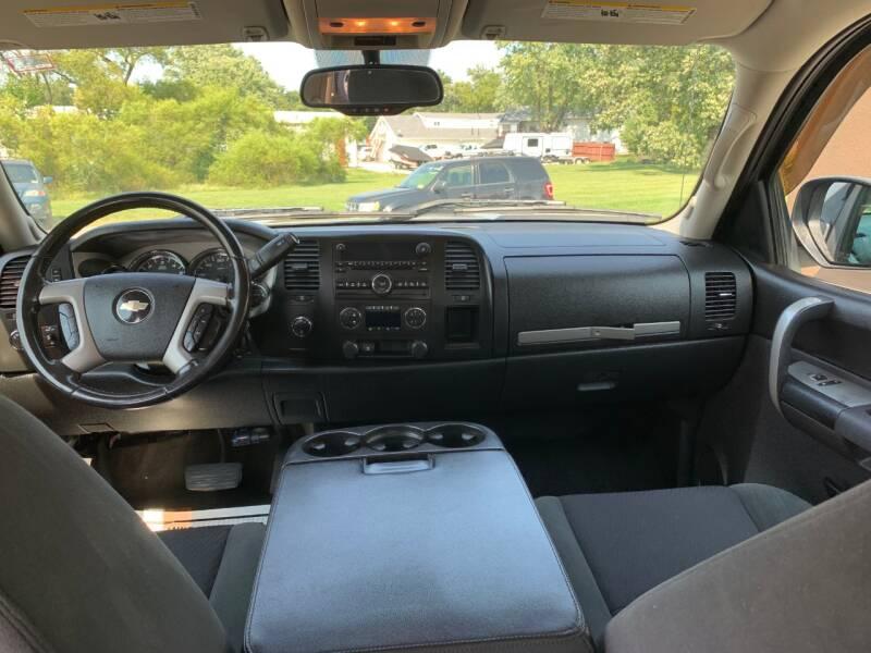 2009 Chevrolet Silverado 1500 4x4 LT 4dr Crew Cab 5.8 ft. SB - Stilwell KS