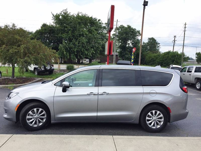 2017 Chrysler Pacifica for sale at Midwest Motors in Indianapolis IN
