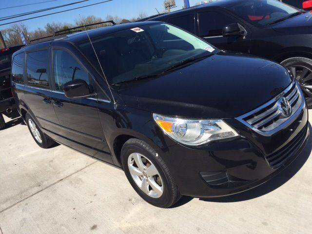 2011 VOLKSWAGEN ROUTAN SE black low payment low down payment and fully loaded  wac  door ha