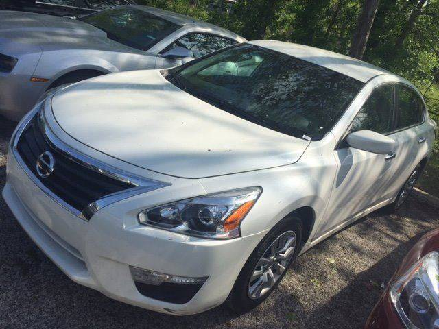 2015 NISSAN ALTIMA 25 S white great mpg  low cost of ownership  low monthly payment and down p