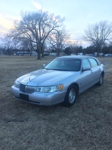 2001 Lincoln Town Car Executive 4dr Sedan - Junction City KS