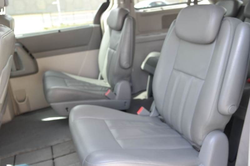 2010 Chrysler Town and Country Touring 4dr Mini-Van - San Marcos TX
