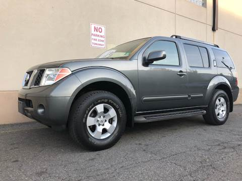 2005 Nissan Pathfinder for sale at International Auto Sales in Hasbrouck Heights NJ