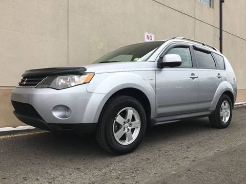 2009 Mitsubishi Outlander for sale at International Auto Sales in Hasbrouck Heights NJ