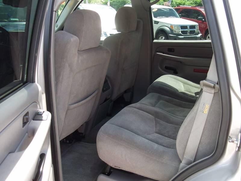 2004 Chevrolet Tahoe LS 4WD 4dr SUV - Grand Rapids MI