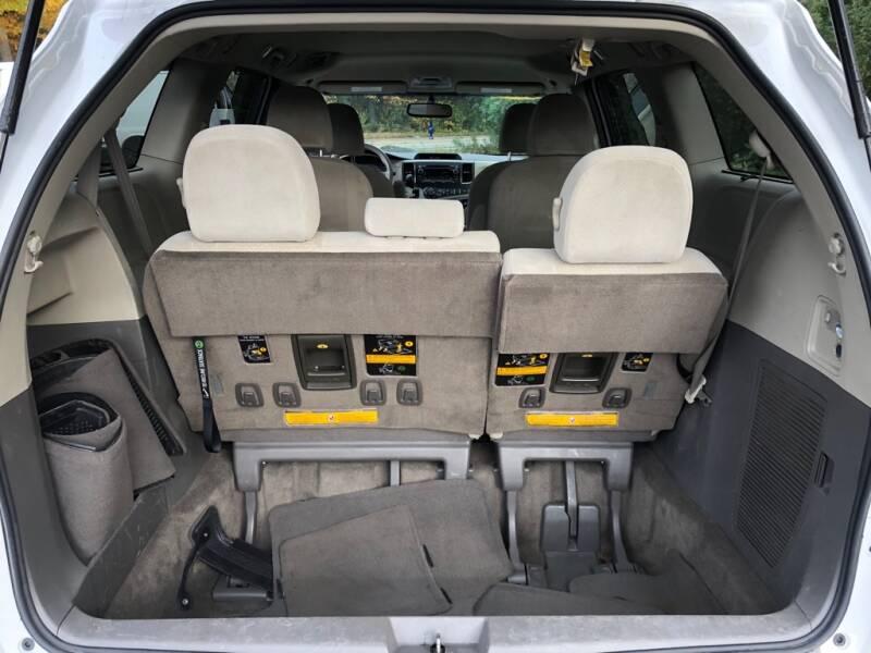 2013 Toyota Sienna AWD LE 7-Passenger 4dr Mini-Van - Wakefield RI