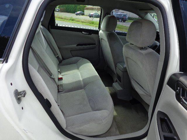 2007 Chevrolet Impala LS (image 11)