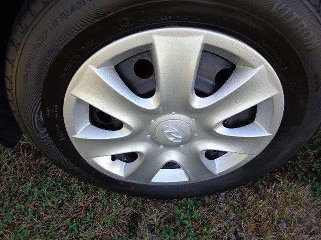 2005 Hyundai Sonata GL (image 14)