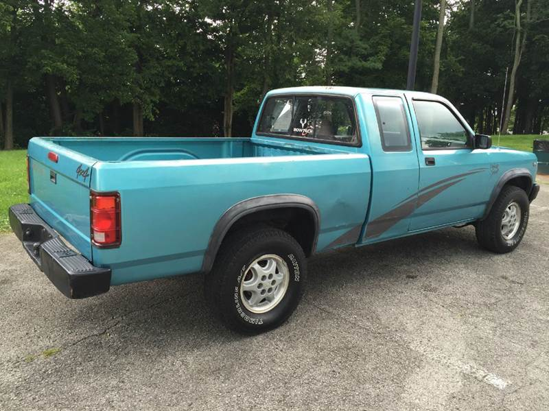 1995 dodge dakota sport 2dr 4wd extended cab sb in for Royal motors lexington ky