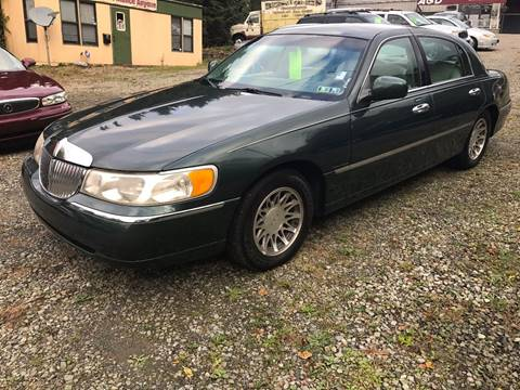 2000 Lincoln Town Car for sale in New Kensington, PA