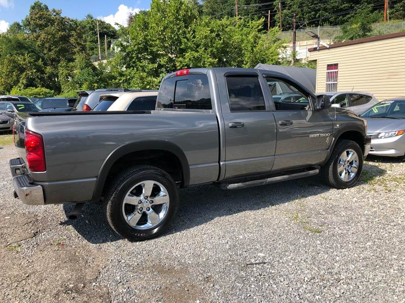 2007 Dodge Ram Pickup 1500 SLT 4dr Quad Cab 4WD LB In