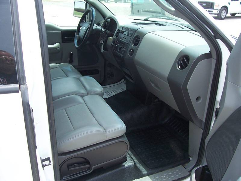 2006 Ford F-150 XL 2dr Regular Cab Styleside 8 ft. LB - Sauget IL