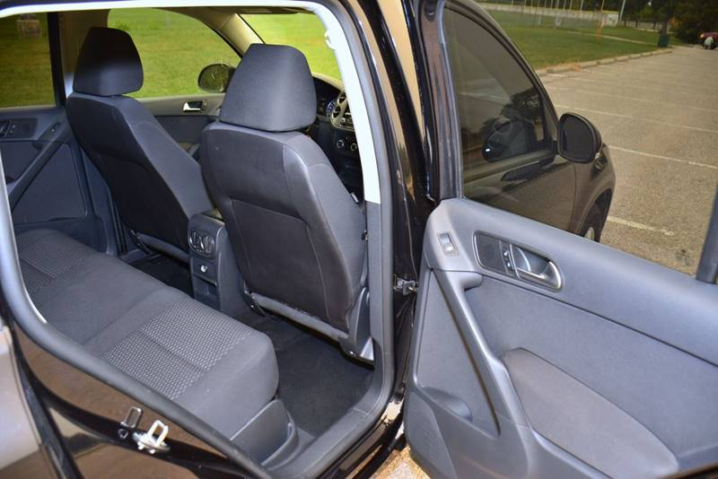 2011 Volkswagen Tiguan for sale at UNISELL AUTO in Omaha NE