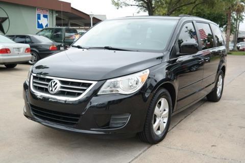 2011 Volkswagen Routan for sale in Houston, TX