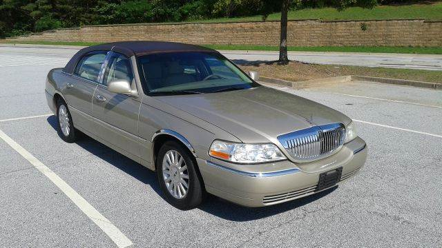 2005 Lincoln Town Car for sale at JCW AUTO BROKERS in Douglasville GA