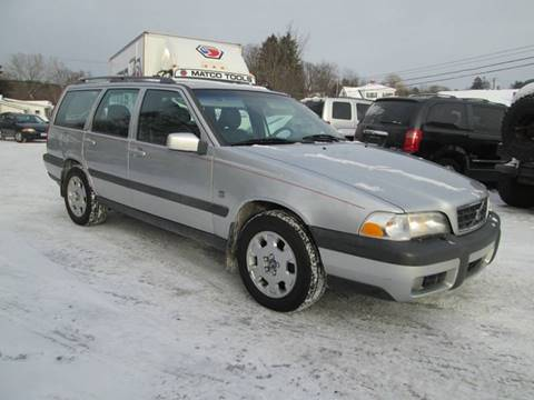 2000 Volvo V70 for sale at Saratoga Motors in Gansevoort NY