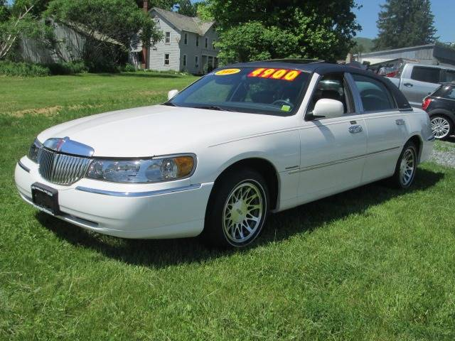 2000 Lincoln Town Car Signature 4dr Sedan In Gansevoort Ny