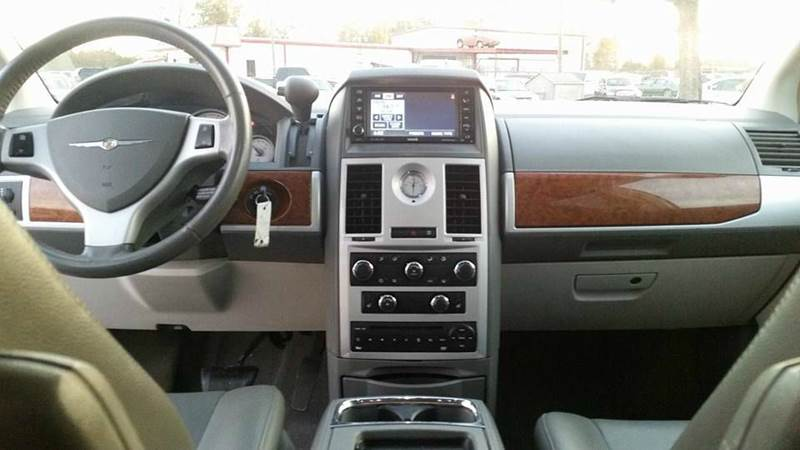 2009 Chrysler Town and Country for sale at Real Deals of Florence, LLC in Effingham SC