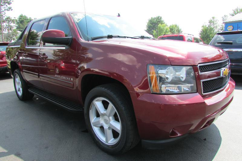2008 Chevrolet Avalanche for sale at AutoMile Motors in Saco ME