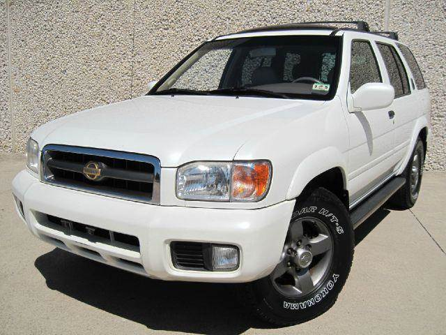 2001 Nissan Pathfinder LE   Dallas TX