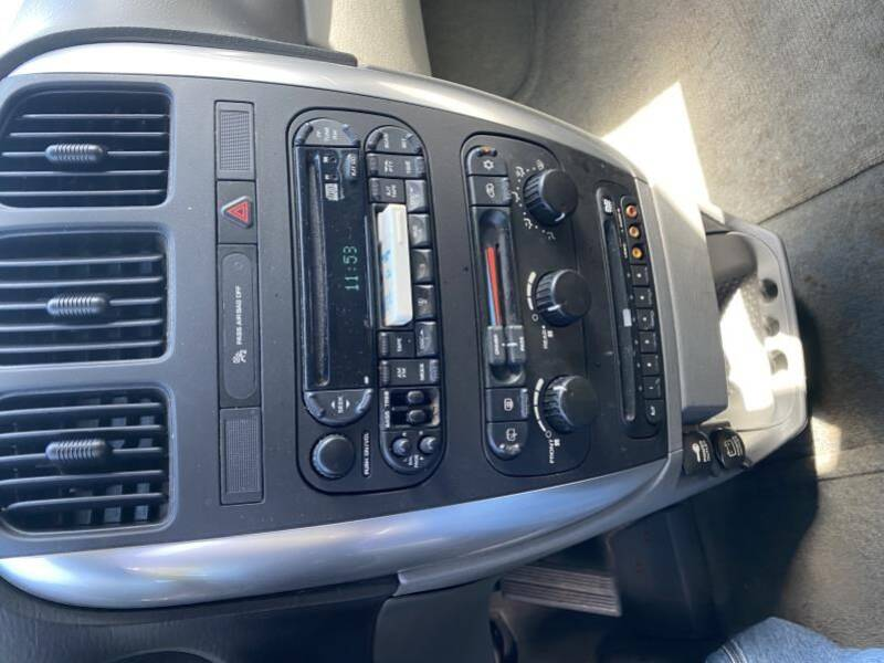 2005 Chrysler Town and Country TOURING ED - Frankford DE