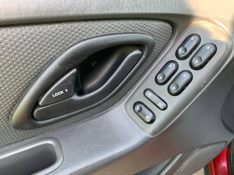 2005 Ford Escape XLS 4dr SUV - Cambridge MN
