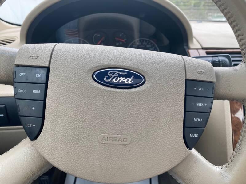 2005 Ford Five Hundred SEL 4dr Sedan - Cambridge MN