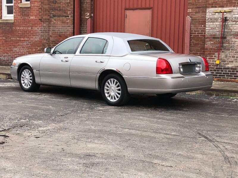2003 Lincoln Town Car Signature 4dr Sedan - Saint Charles MO