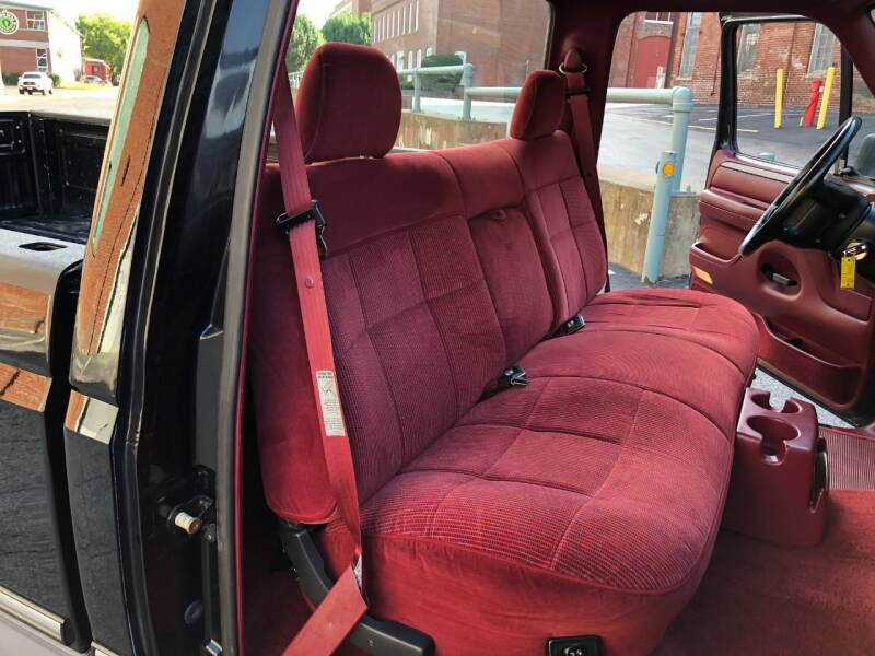 1994 Ford F-150 2dr XLT Standard Cab LB - Saint Charles MO