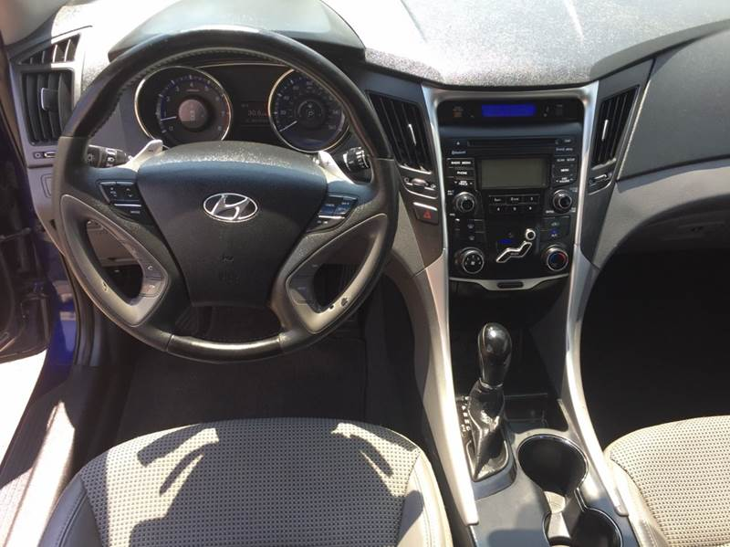 2012 Hyundai Sonata SE 4dr Sedan 6A - Saint Francis WI