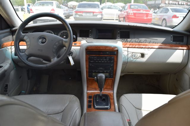 2004 Kia Amanti for sale at CRESTWOOD AUTO AUCTION in Crestwood IL