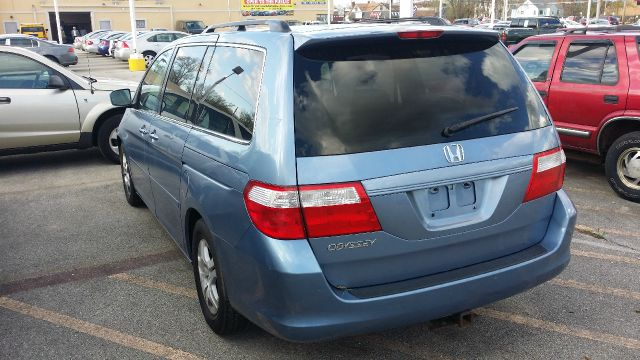 2006 Honda Odyssey for sale at CRESTWOOD AUTO AUCTION in Crestwood IL