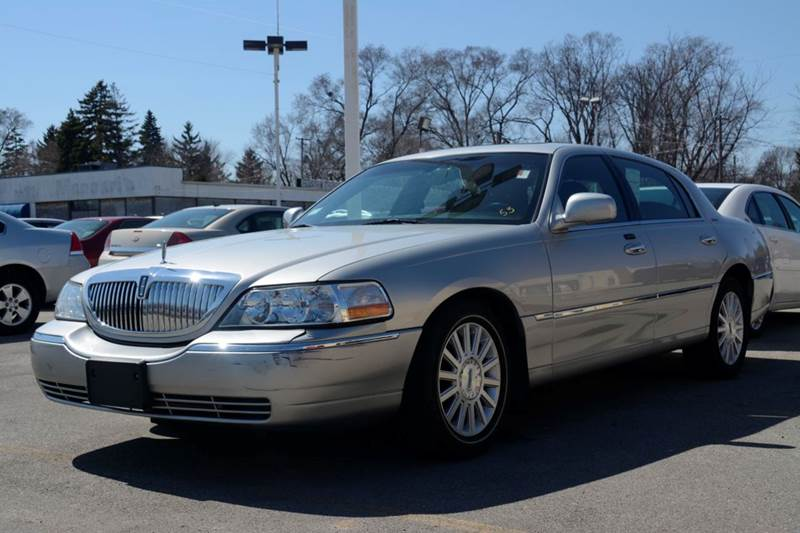 2004 Lincoln Town Car for sale at CRESTWOOD AUTO AUCTION in Crestwood IL