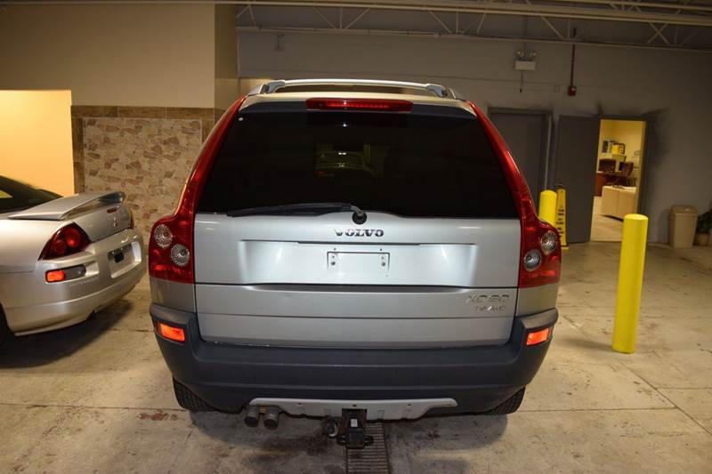 2003 Volvo XC90 for sale at CRESTWOOD AUTO AUCTION in Crestwood IL