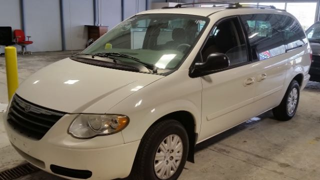 2005 Chrysler Town and Country for sale at CRESTWOOD AUTO AUCTION in Crestwood IL