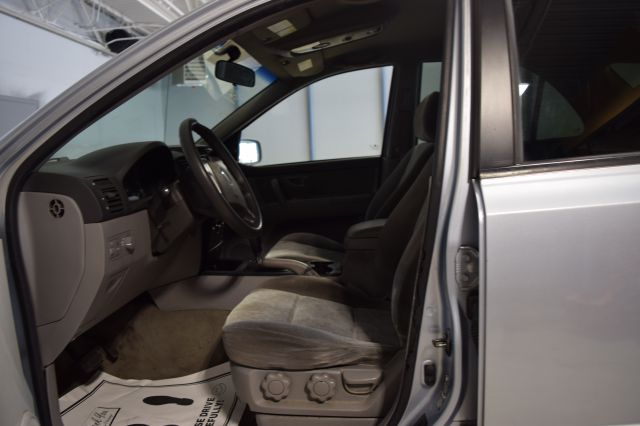 2005 Kia Sorento for sale at CRESTWOOD AUTO AUCTION in Crestwood IL
