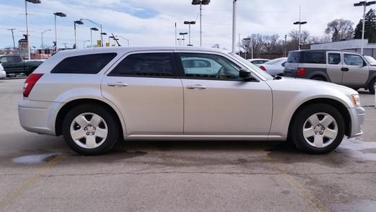 2008 Dodge Magnum for sale at CRESTWOOD AUTO AUCTION in Crestwood IL