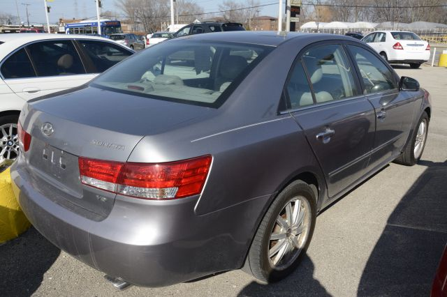 2006 Hyundai Sonata for sale at CRESTWOOD AUTO AUCTION in Crestwood IL