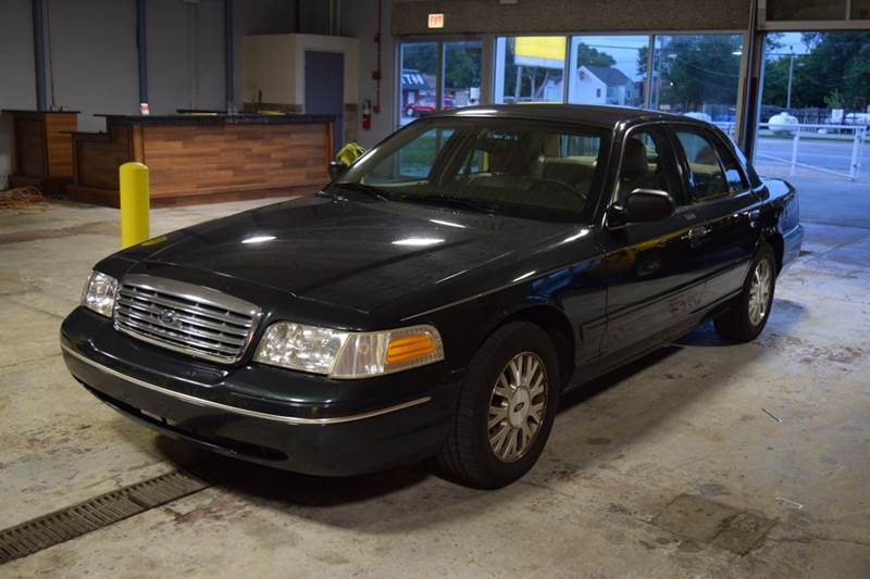 2003 Ford Crown Victoria for sale at CRESTWOOD AUTO AUCTION in Crestwood IL