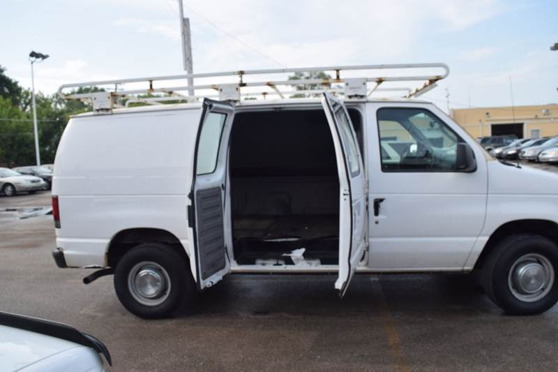 2006 Ford E-Series Cargo for sale at CRESTWOOD AUTO AUCTION in Crestwood IL