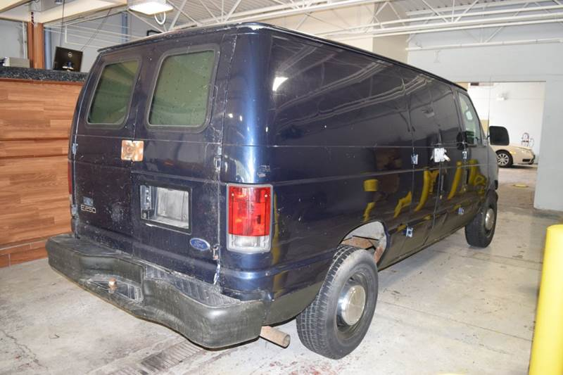 2002 Ford E-Series Cargo for sale at CRESTWOOD AUTO AUCTION in Crestwood IL