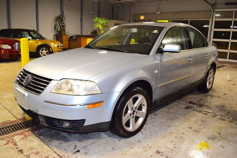 2004 Volkswagen Passat for sale at CRESTWOOD AUTO AUCTION in Crestwood IL