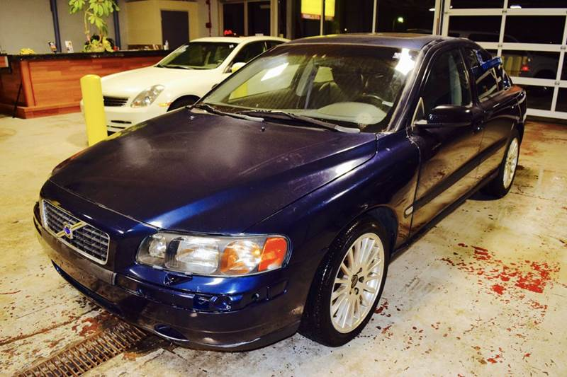 2004 Volvo S60 for sale at CRESTWOOD AUTO AUCTION in Crestwood IL