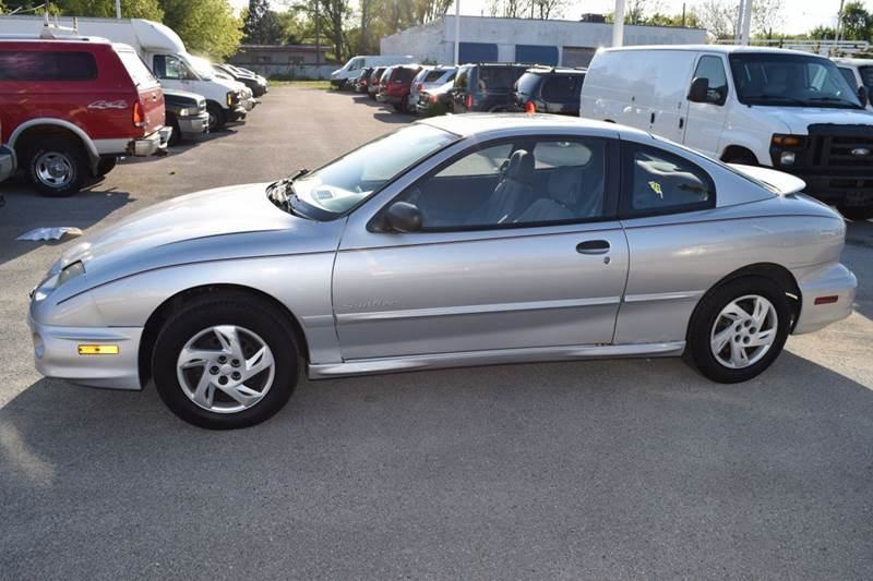 2002 Pontiac Sunfire for sale at CRESTWOOD AUTO AUCTION in Crestwood IL